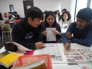 楽しそうに授業を受ける学生